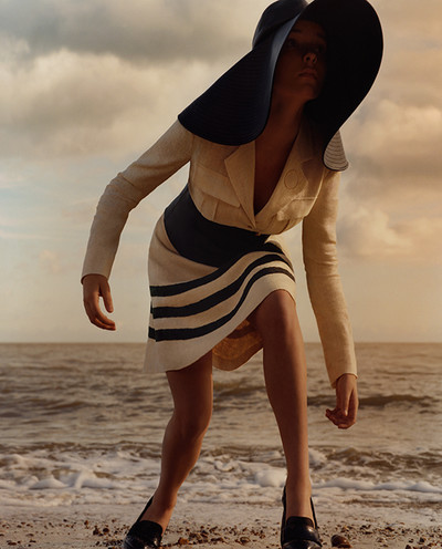 JW ANDERSON CAMPAGNE PRINTEMPS ÉTÉ 2015 JW ANDERSON SPRING SUMMER 2015 CAMPAIGN Photographie Photography JAMIE HAWKESWORTH Stylisme Styling BENJAMIN BRUNO - © Villa Noailles Hyères