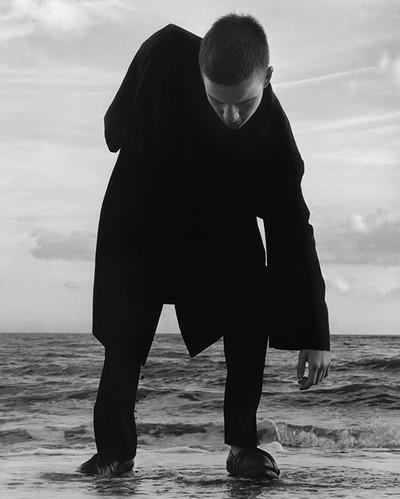 JW ANDERSON SPRING SUMMER 2015 CAMPAIGN Photography JAMIE HAWKESWORTH Styling BENJAMIN BRUNO - © Villa Noailles Hyères