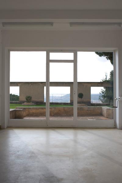 Clos Saint-Bernard dit villa Noailles. Le salon de lecture.  Photographie : Olivier Amsellem - © Villa Noailles Hyères